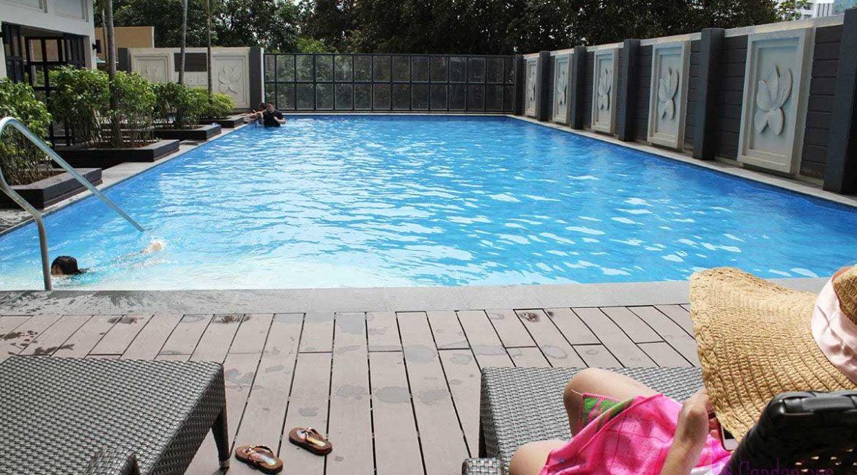 Azalea_swimmingpool_condonians-1200x800