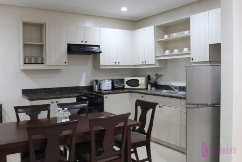 condotel-cebu-2br-apas-kitchen-1200x800